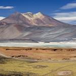 800px-Miscanti_Lagoon_near_San_Pedro_de_Atacama_Chile_Luca_Galuzzi_2006