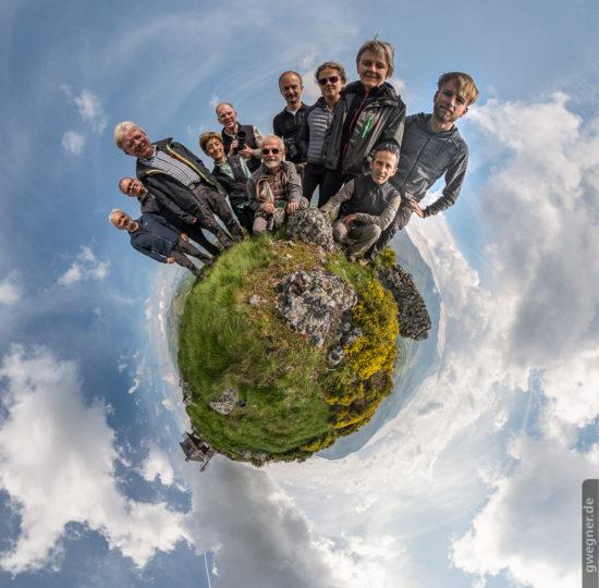 Und zum Abschluss noch unsere Fotogruppe als Little Planet