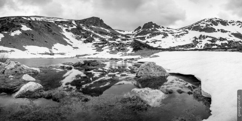 In den Höhenlagen des Picos de Europa Gebirges gibt es auch im Frühsommer noch Schnee