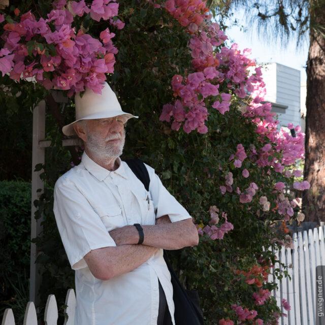 Godfrey vor dem Haus, in dem er Anfang der 80er bei den Dreharbeiten zu Koyaanisqatsi gewohnt hat