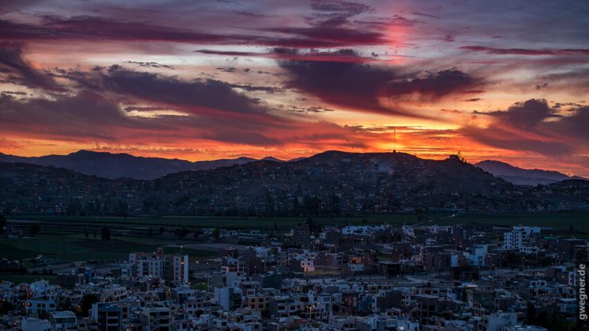 Unser Spot für den Sonnenuntergang am ersten Abend - ein Turm mit aussicht auf Arequipa.