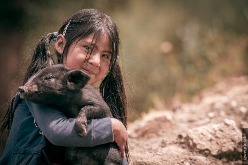 Mädchen mit Schweinchen