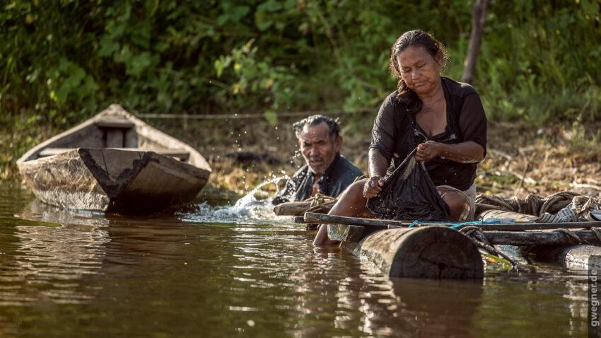 Waschen im Fluss