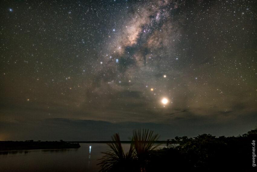 Trotzdem lässt sich die Milchstraße über dem Amazonas blicken...