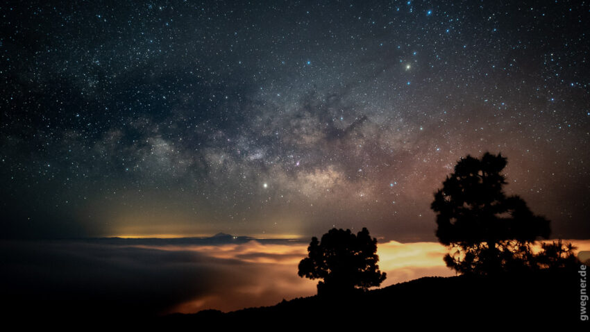 Unsere wunderbare Milchstraße über der Lichtverschmutzung von La Palma (im Vordergrund) und Teneriffa (am Horizont). Sigma Art 20mm f/1.4, ISO 3.200, 10 Sek.
