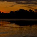 Sonnenuntergang über dem Rio Negro, Brasilien