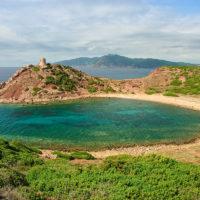 Kreisrunde Bucht bei Isola Rossa