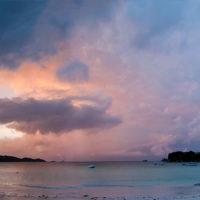 Panorama von der Anse Volbert auf der Insel Praslin