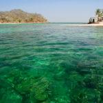 Türkisgrünes Wasser und einsame Inseln