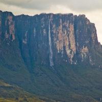 Ein wunderschöner Wasserfall - mit ca. 800 Metern nicht viel kleiner als der Salto Angel...