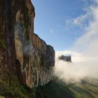Die Wand des Roraima von der Rampe aus