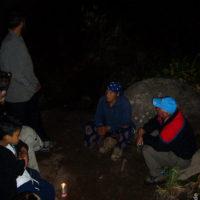 Balbina erzählt, während der Mond über dem Roraima aufgeht