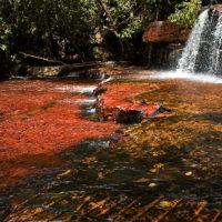 Quebrada de Jaspe, ein Wasserfall auf einem Bett aus Jaspis